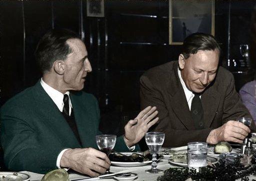 Marcel Duchamp e Gregory Bateson durante o simpósio